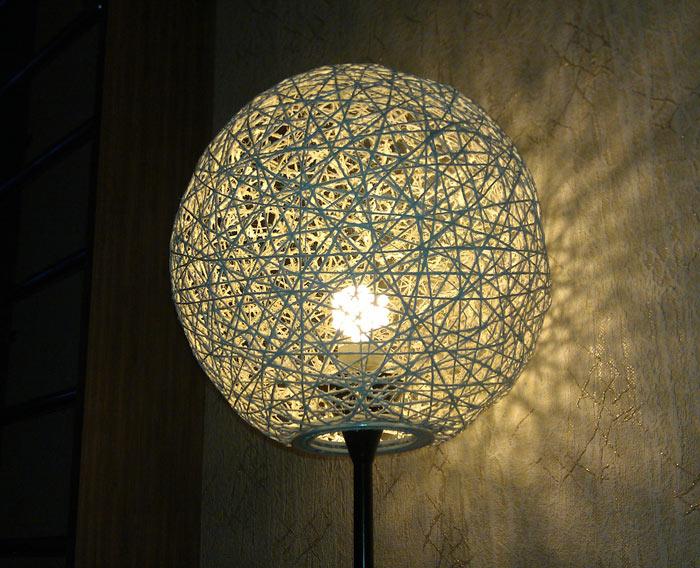 Абажур из ниток для настольной лампы