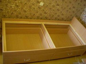 Кровать с выдвижными ящиками своими руками