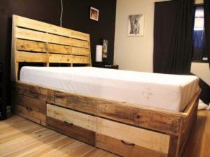 Процесс сборки конструкции кровати