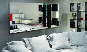 Можно ли вешать зеркало напротив кровати