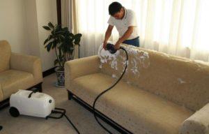 почистить диван от грязи и запаха
