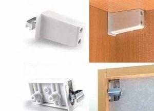 повесить кухонные шкафы на стену