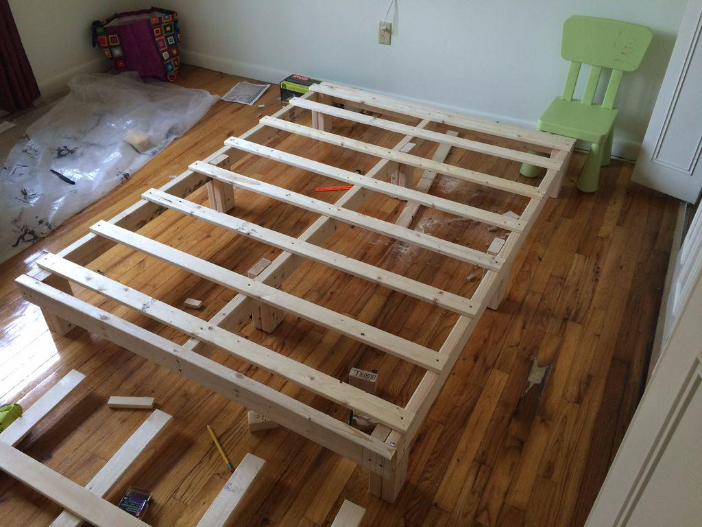 Простейшая кровать из дерева своими руками 13