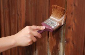 Особенности покраски деревянных изделий при наружном применении
