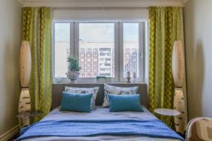 Можно ли спать в комнате головой к окну